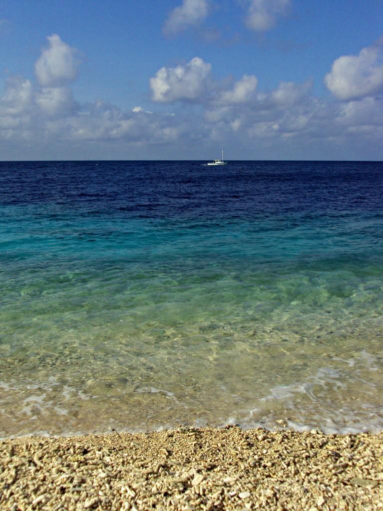 directors-bay-beach-boat-curacao